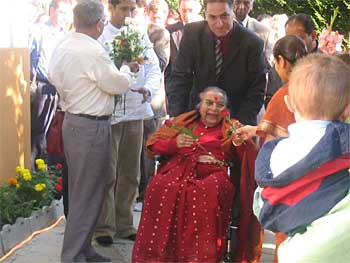 Shri Mataji's arrival and Her reception at Her house